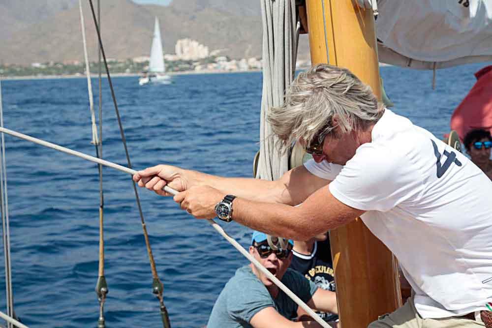 Clientes de Pedro Luis Olivares Joyero al timón del Eilean, el velero de Panerai