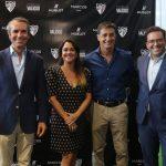 De izq. a dcha: Aurelio Marcos, Esther Ruiz, responsable de Marketing Joyería Marcos; Míchel, entrenador del Málaga CF; y Marcos Vidal.