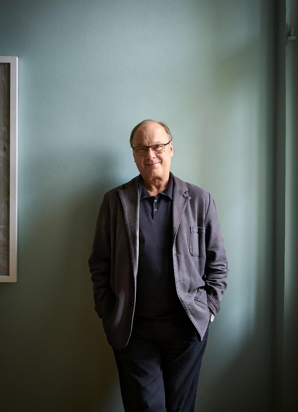 En 1990, Roland Schwertner fundó la firma Nomos Glashütte en la cuna de relojería alemana, Glashütte.