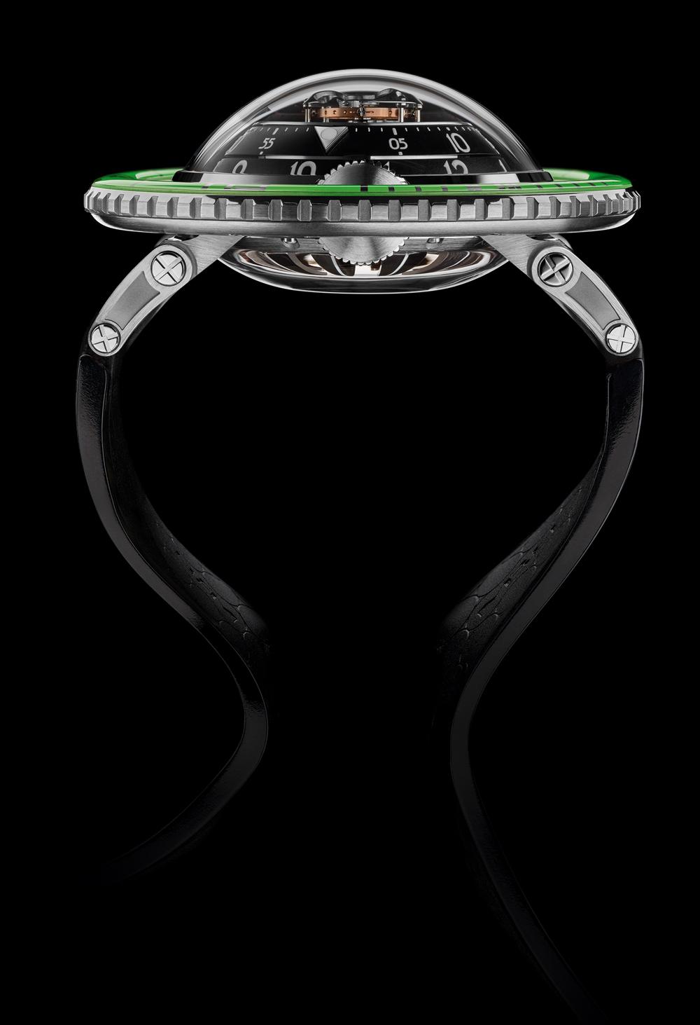 Reloj Horological Machine Nº 7 Aquapod Titanium Green. de MB&F con forma de medusa