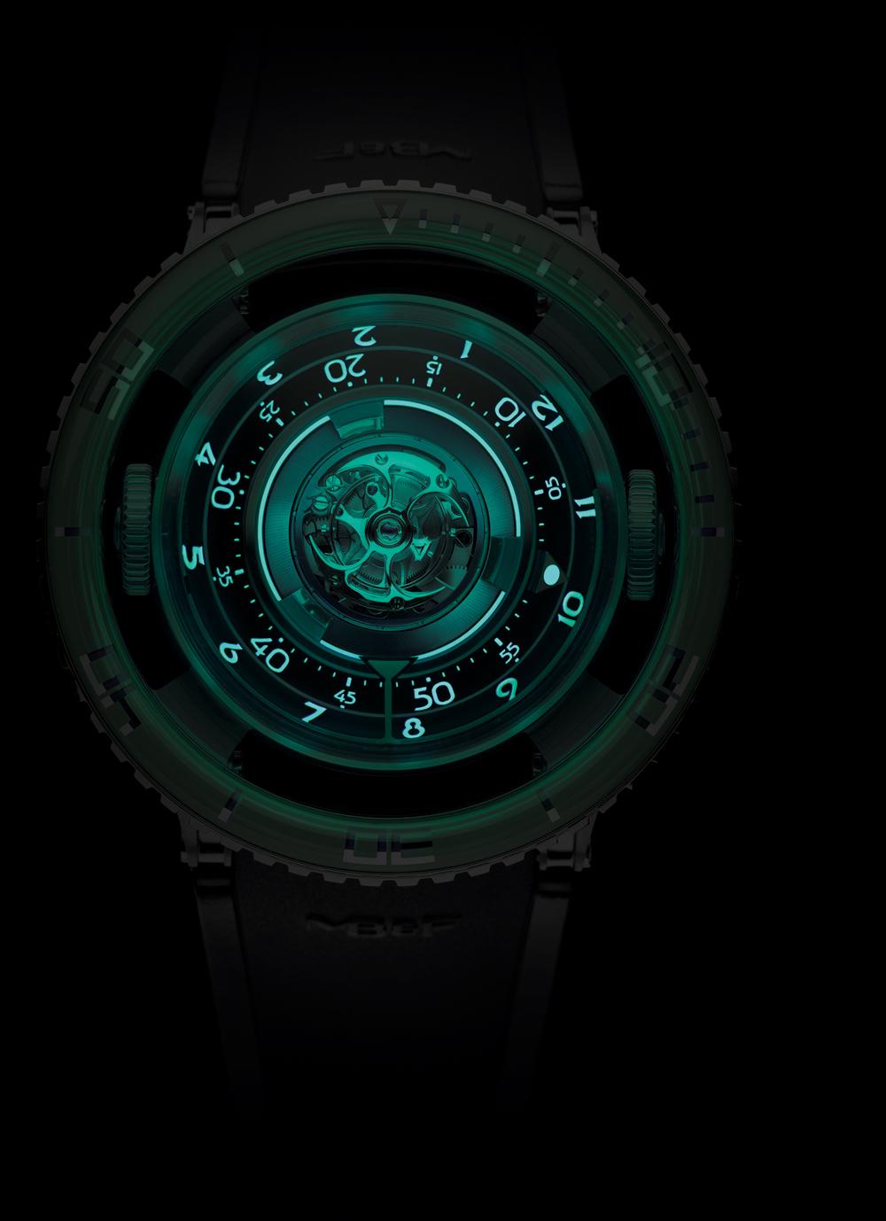 Reloj Horological Machine Nº 7 Aquapod Titanium Green de MB&F esfera luminiscente
