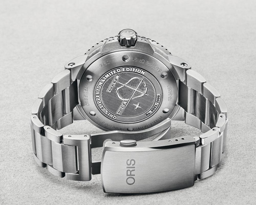 Estuche reloj Reloj de buceo Oris Clipperton Limited Edition con grabado en el fondo de la Isla de Clipperton