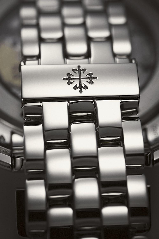 La Cruz de Calatrava decora los cierres de los brazaltes de los relojes de Patek Philippe