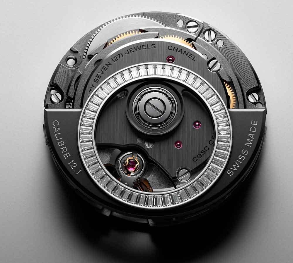 Calibre 12.1 del reloj Chanel J12 con rotor engatado com diamantes baguette