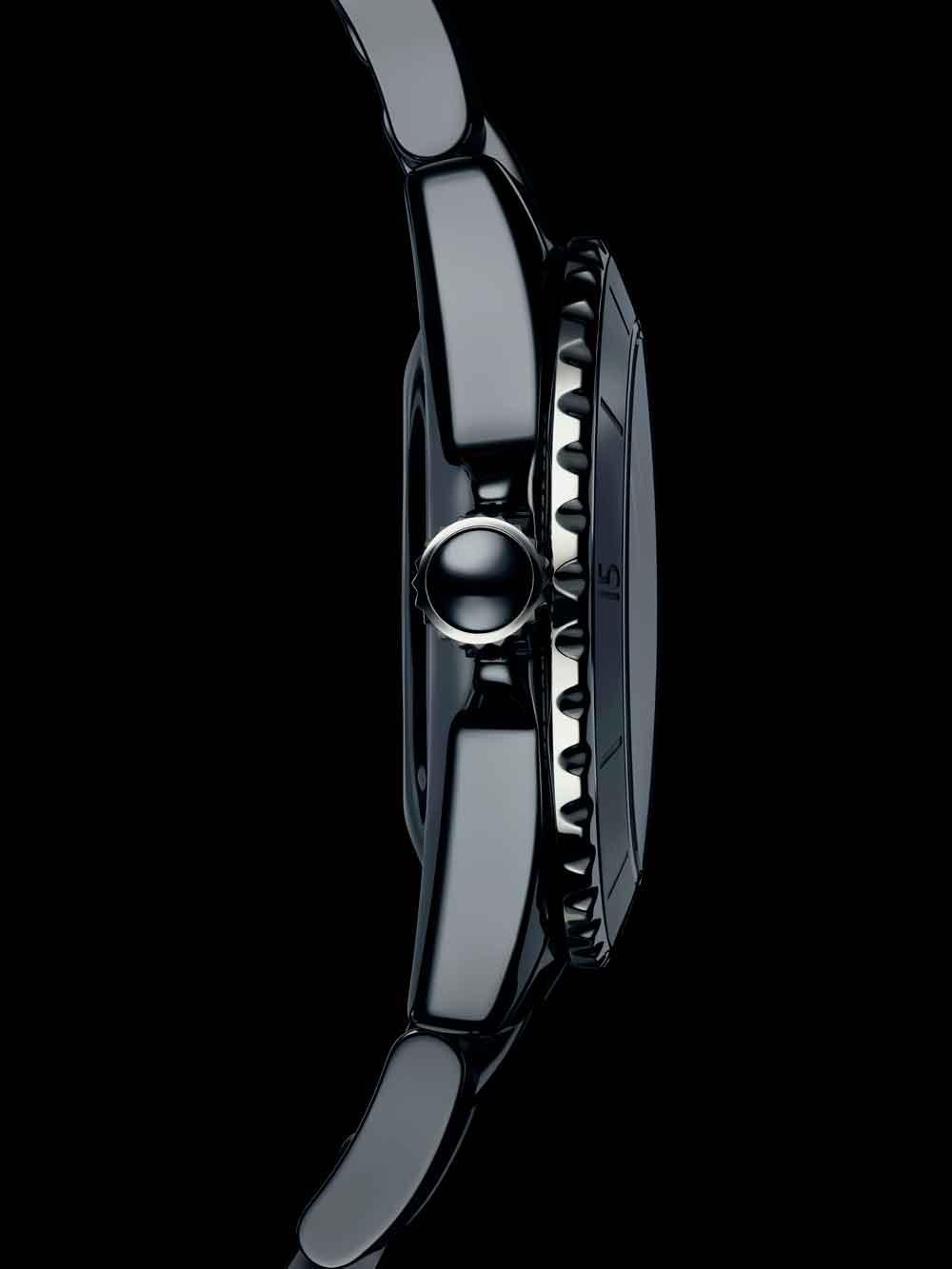 Nueva caja rediseñada reloj J12 de Chanel