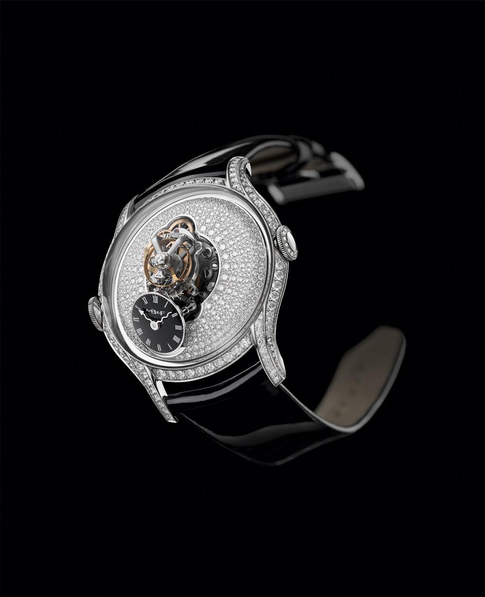 Reloj femenino Legacy Machine FlyingT de MB&FAC con diamantes talla brillante